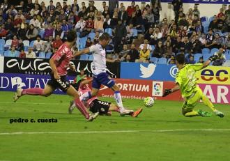 Alfredo Ortuño es objeto de  penalti contra el Tenerife